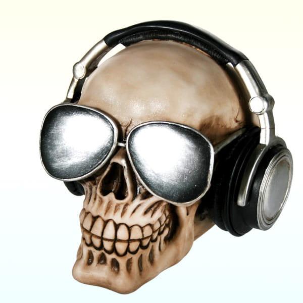 Skarbonka Czacha w słuchawkach
