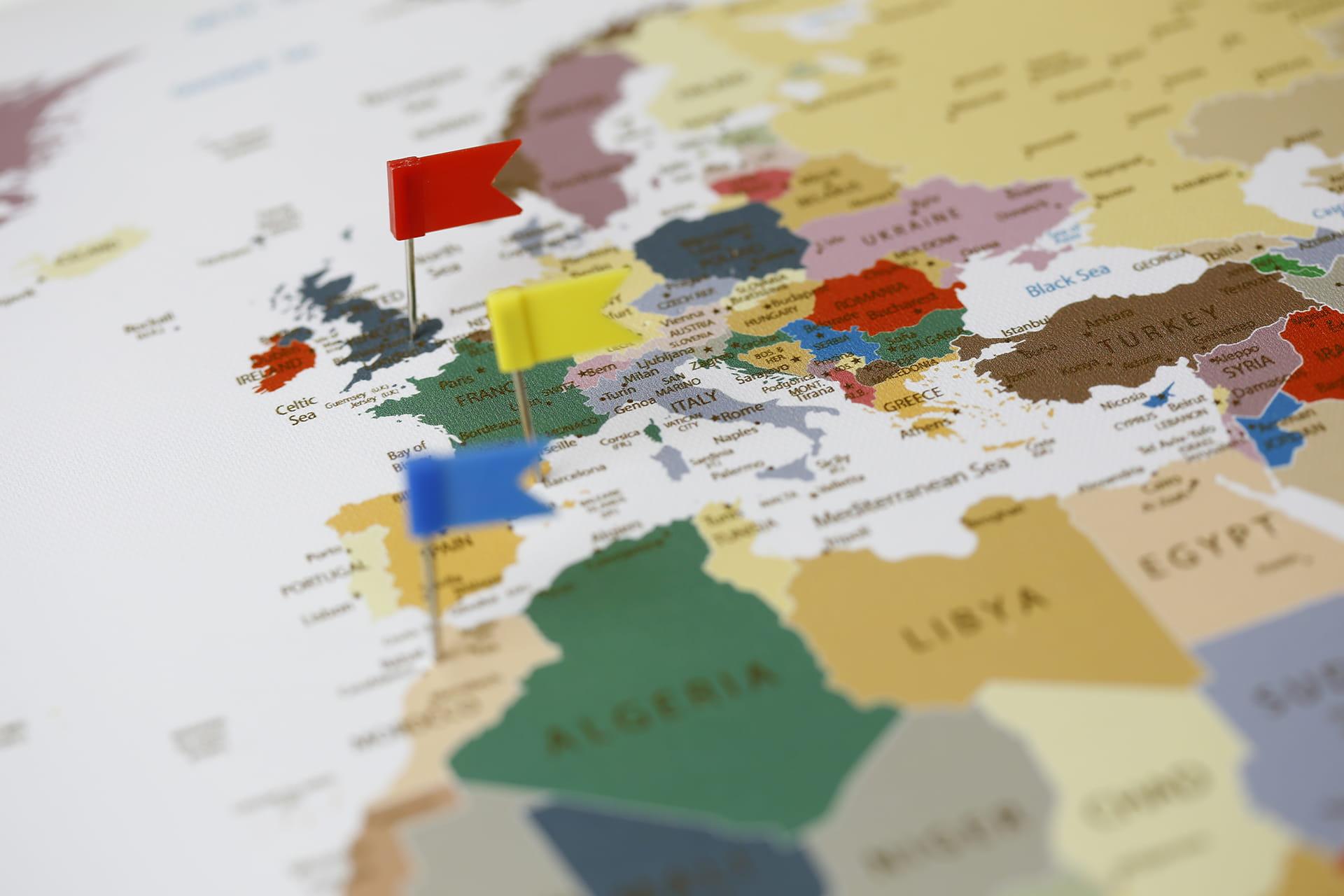 mapa na korkowej tablicy orkowa mapa kolorowa ścienna